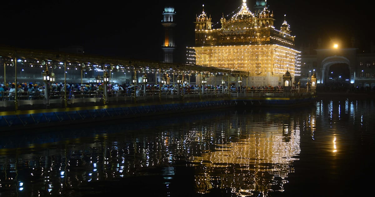 Guru Nanak Jayanti At Amritsar S Golden Temple Nourishes The Soul And Stomach Huffpost India