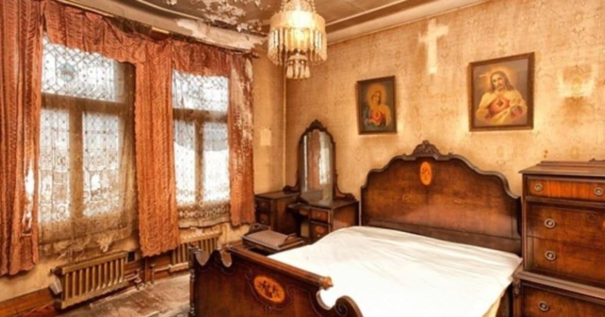 la maison la plus terrifiante de montr al est toujours en vente. Black Bedroom Furniture Sets. Home Design Ideas