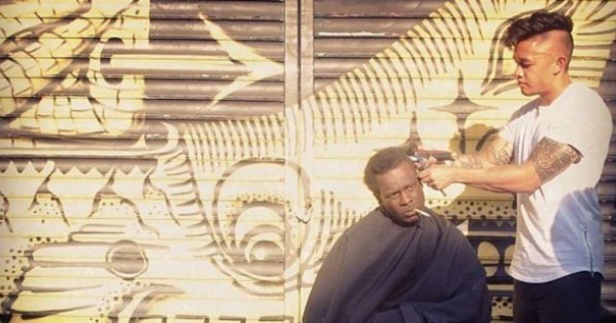 New york un coiffeur coupe gratuitement les cheveux des for Salon de coiffure africain lyon