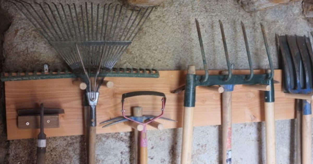 Mode d 39 emploi et entretien quoi faire avec vos outils de jardin avant l 39 hiver huffpost qu bec - Outils de jardinage avec images ...