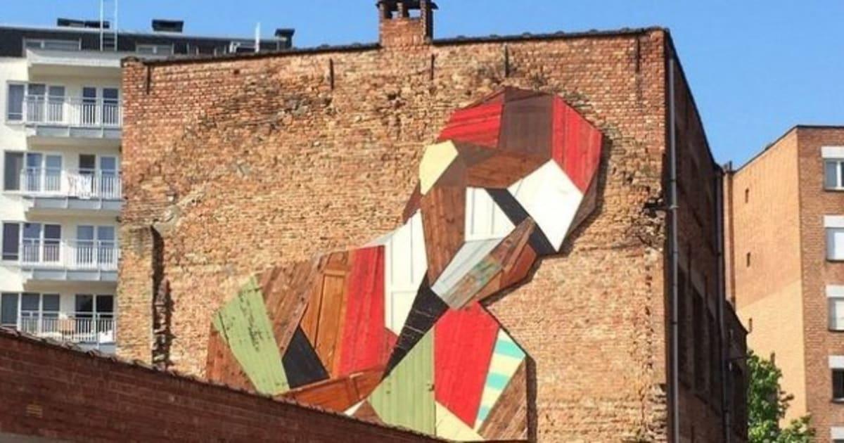 Photos l 39 artiste stefaan de croock recycle des vieilles - Murales de madera ...