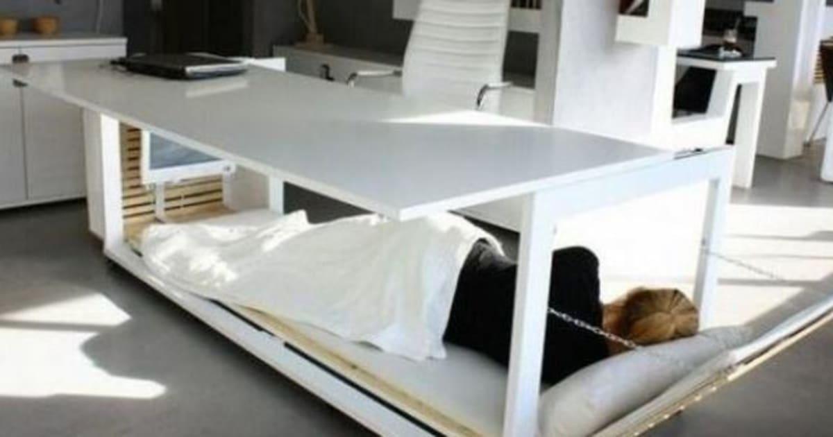 photos sieste au travail ce bureau lit pour tre plus performant au boulot. Black Bedroom Furniture Sets. Home Design Ideas