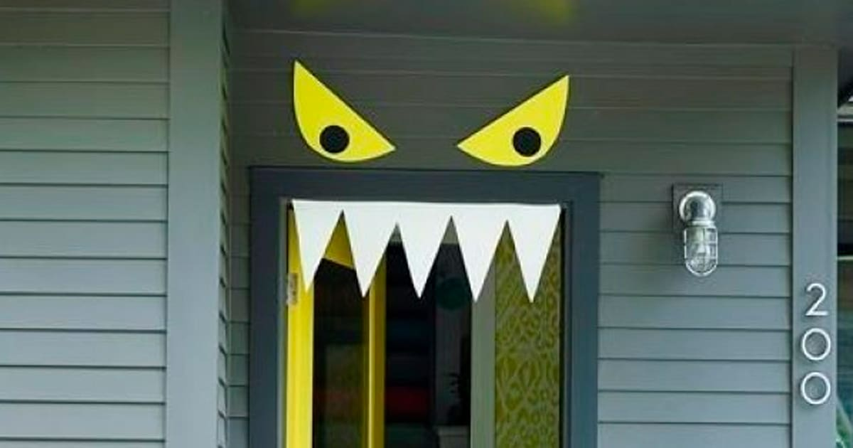 9 easy diy halloween door decorations for this month. Black Bedroom Furniture Sets. Home Design Ideas