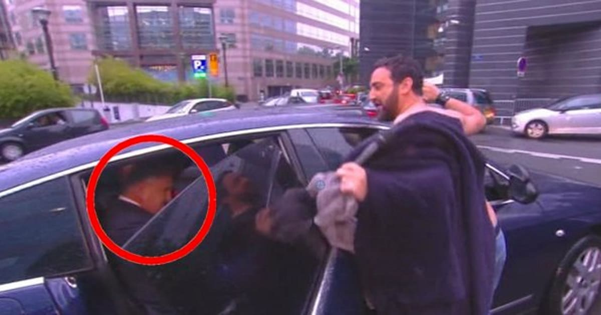 vid o cyril hanouna frotte son ventre contre la voiture de jean pierre raffarin tpmp. Black Bedroom Furniture Sets. Home Design Ideas
