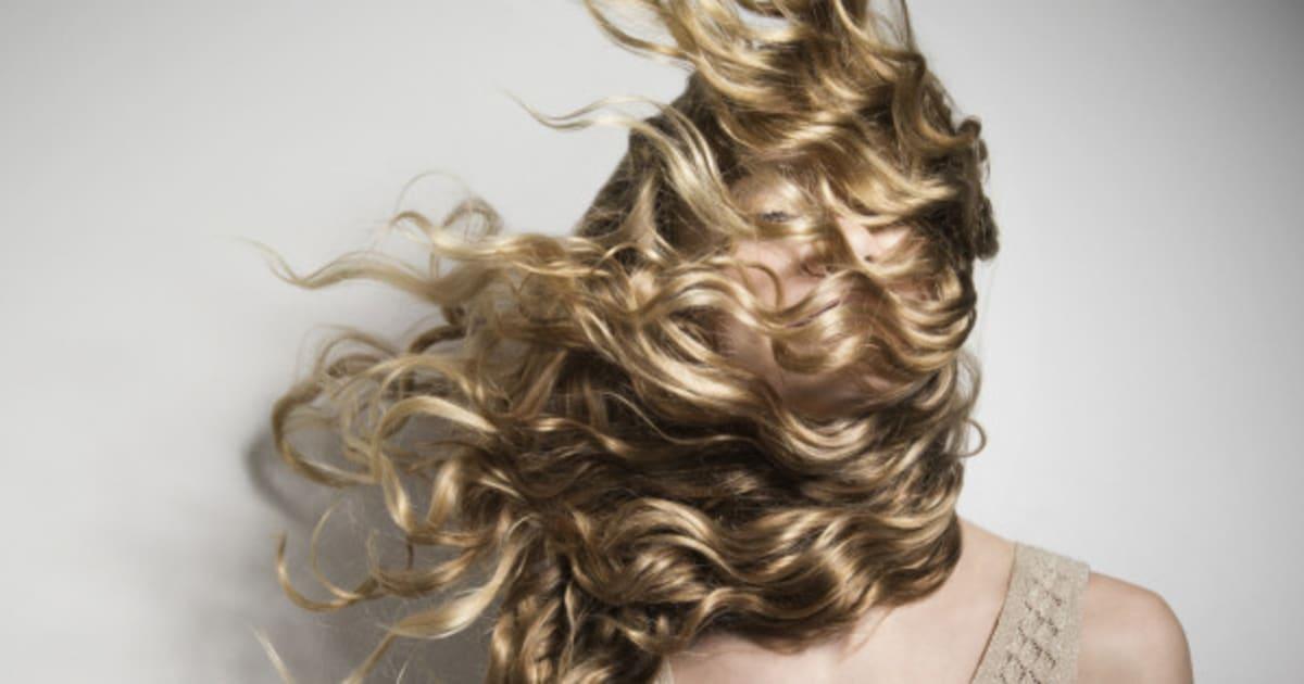 Combien de cm pousse les cheveux en ete