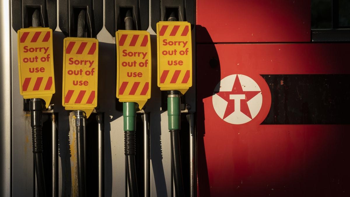 Großbritannien mobilisiert die Armee, da Panikkäufe die Kraftstoffvorräte erschöpfen€