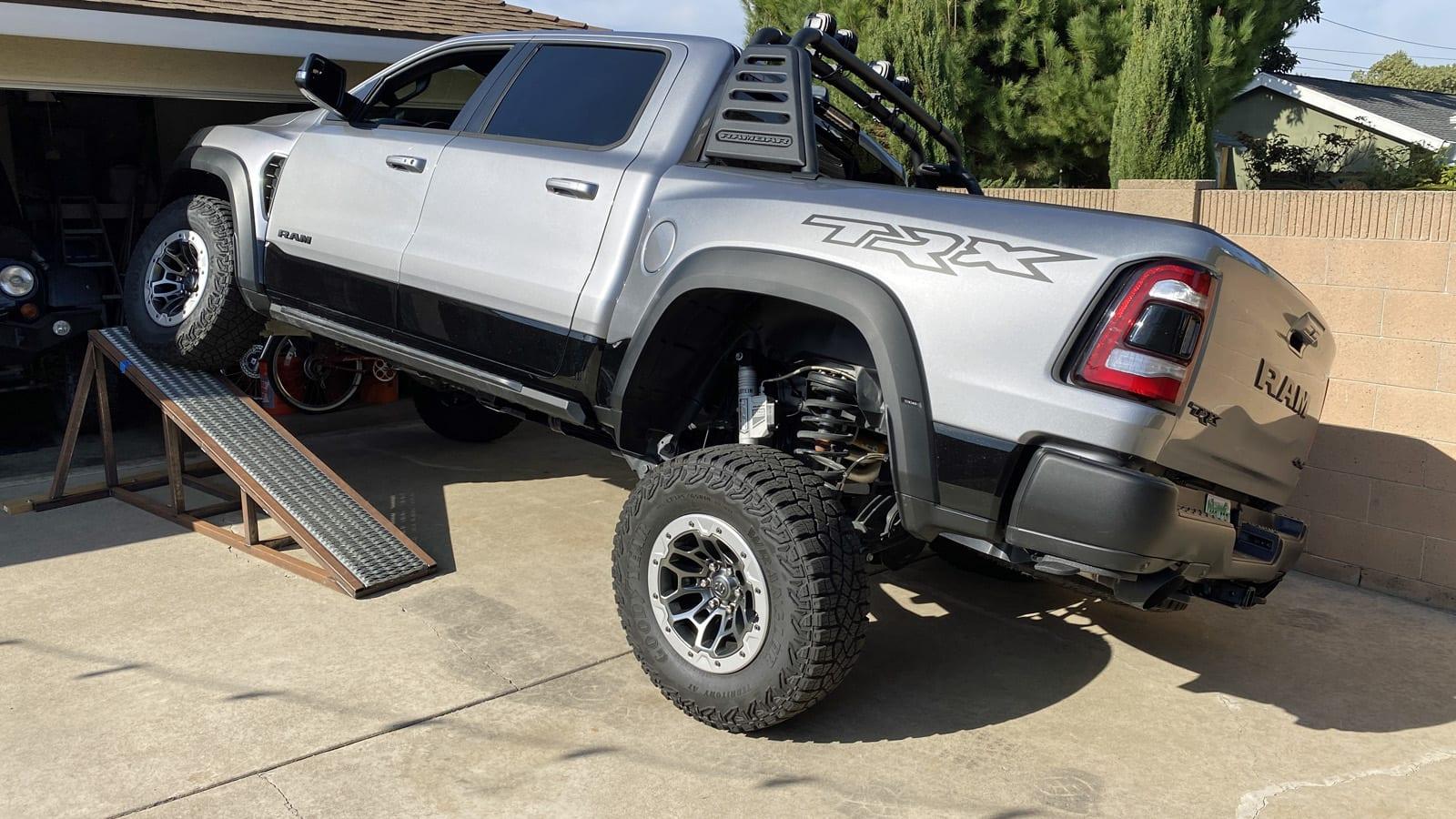 2021 Ford Raptor vs Ram TRX Technische Daten im Vergleich€