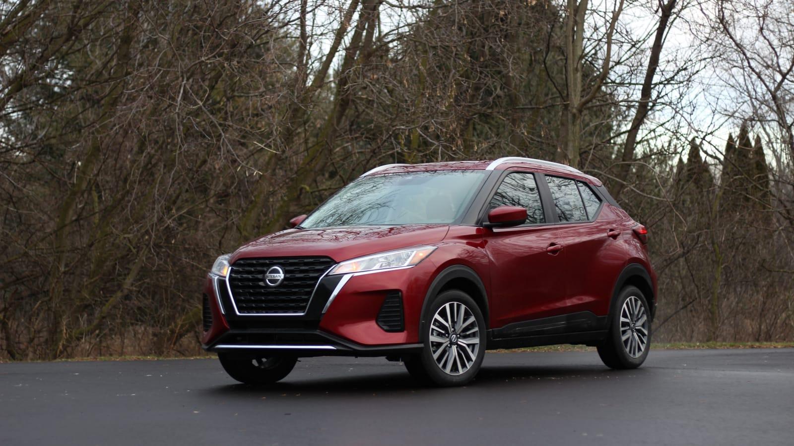 2021 Nissan Kicks SV in red