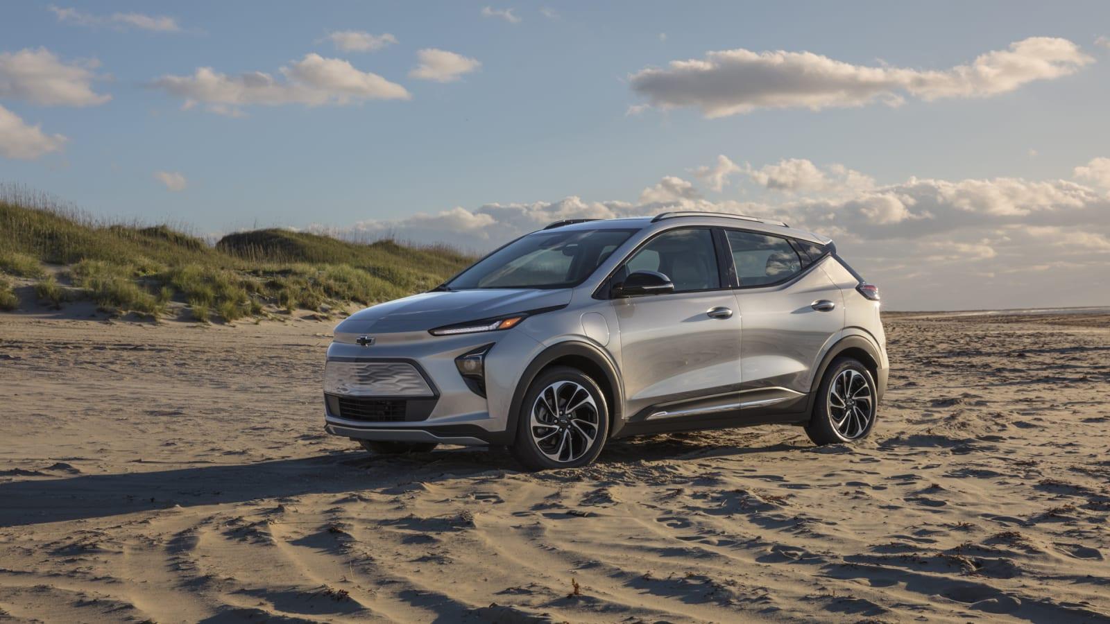 2022 Chevrolet Bolt EUV in silver