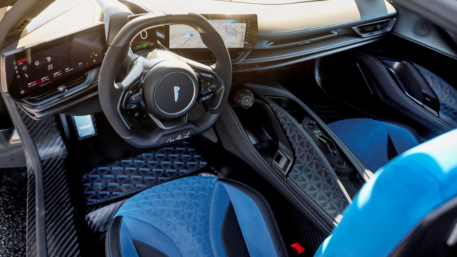 Pininfarina Battista gibt zum Auftakt der Monterey Car Week sein Debüt als Serienfahrzeug