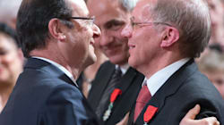 Hollande décore un ancien camarade de