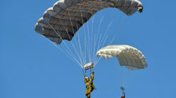 Interdire les parachutes dorés ? Ayrault veut s'en