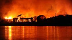 A Napoli brucia il Museo della scienza (FOTO,