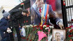 La salma di Chavez arriva a Caracas, in migliaia rendono omaggio all'ultimo caudillo