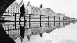 Paris vue dans un reflet