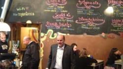 Bersani torna in birreria: un boccale di relax dopo le prime consultazioni