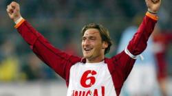 Era il 28 marzo del 1993....Totti festeggia vent'anni di Serie A