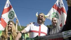 La Lega a Pontida, striscioni per Bossi. Salvini: