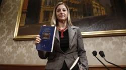 Roberta Lombardi e il portafoglio rubato. La deputata chiede consiglio su