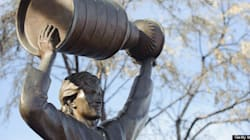 Not Everyone Happy With Gretzky's Statue