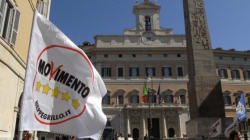 Acque agitate nel M5s, colombe e falchi si