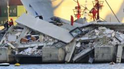 Genova, nave urta contro la torre dei piloti: sette morti