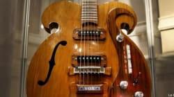 Pronti a spendere una fortuna per la chitarra dei Beatles? (FOTO,