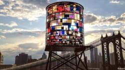 Spettacolo di luce: torre d'acqua nel cuore di Brooklyn