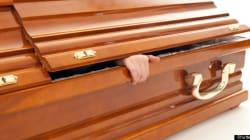 Zimbabwe, si risveglia durante il suo funerale