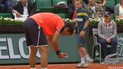 Roland-Garros : il sort son portable en plein match pour garder la trace d'une erreur