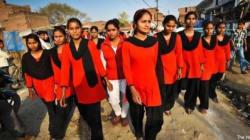 In India contro le violenze ecco la Brigata Rossa: l'esercito delle donne