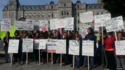 Les sages-femmes campent devant l'Assemblée