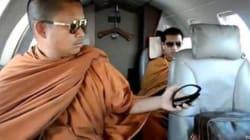 Monaci buddisti in Jet privato con la Vuitton