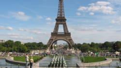 Francia, evacuata Tour Eiffel: un uomo minaccia di gettarsi.