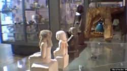 Une statue égyptienne se déplace toute seule au musée de