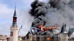 La mairie de La Rochelle ravagée par les