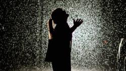 À New York, on fait la queue pour marcher sous la pluie sans se
