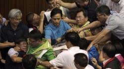 Taïwan : les parlementaires en sont (encore) venus aux