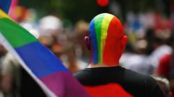 Vigile pacifique à Montréal pour dénoncer la loi russe réprimant