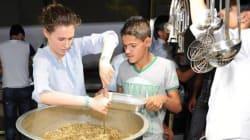 Asma al-Assad e il suo inseparabile braccialetto blu