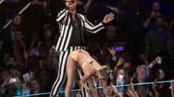 Miley Cirus è hot: il balletto sexy infiamma la platea degli Mtv Music Awards