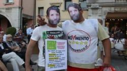Massimo Cacciari contestato dal Movimento 5stelle. La protesta al Festival della politica di Mestre