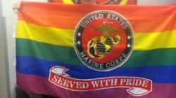 Pour son départ, ce Marine homosexuel a reçu un beau cadeau de son