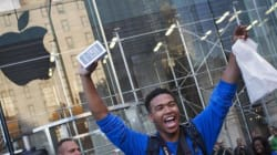 Ore di attesa davanti all'Apple Store. Al via la vendita di iPhone 5S e iPhone 5C