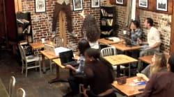 Sposta i tavoli con la telecinesi e terrorizza i clienti di un bar. Il video diventa virale