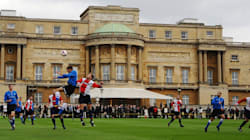 Le gazon de Buckingham Palace accueille un match de