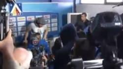 L'entraîneur se fait virer d'une conférence de presse par des