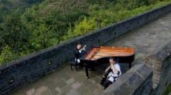Un piano et un violoncelle s'invitent sur la Grande Muraille de