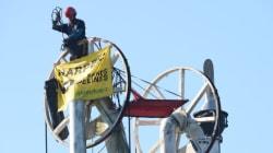 Des militants de Greenpeace prennent d'assaut un terminal