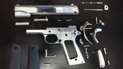 Ce pistolet en métal a été intégralement...